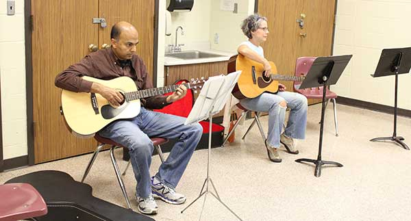 adult guitar class for ages 18 and up